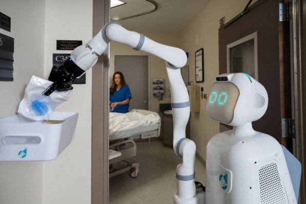 Moxi-by-Diligent-Robotics-outside-patient-room