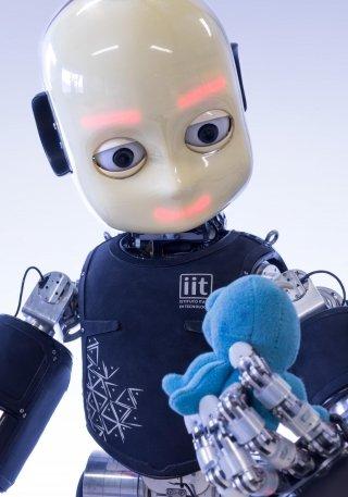 icub-robot-scary