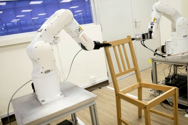 ikea-robot-assemble