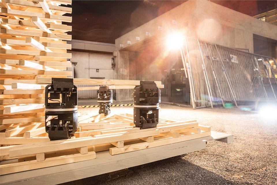 assembler-robot-tower-builders