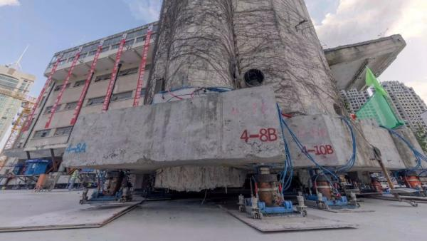 robot-moving-building Shanghai Evolution Shift