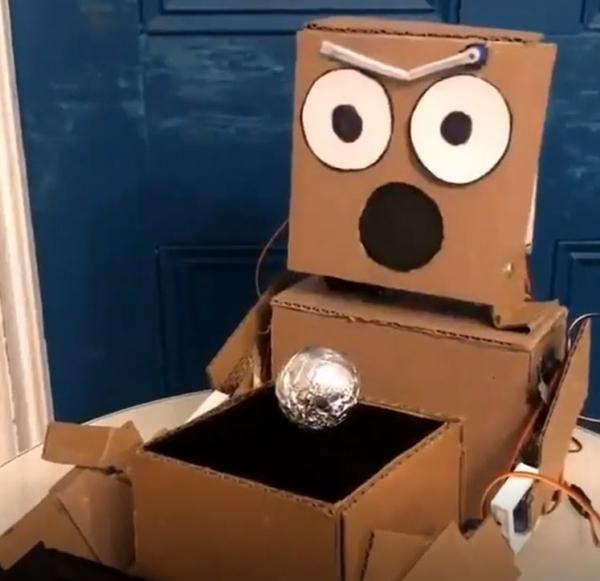 mario-the-maker-magician-robot-cardboard-intro