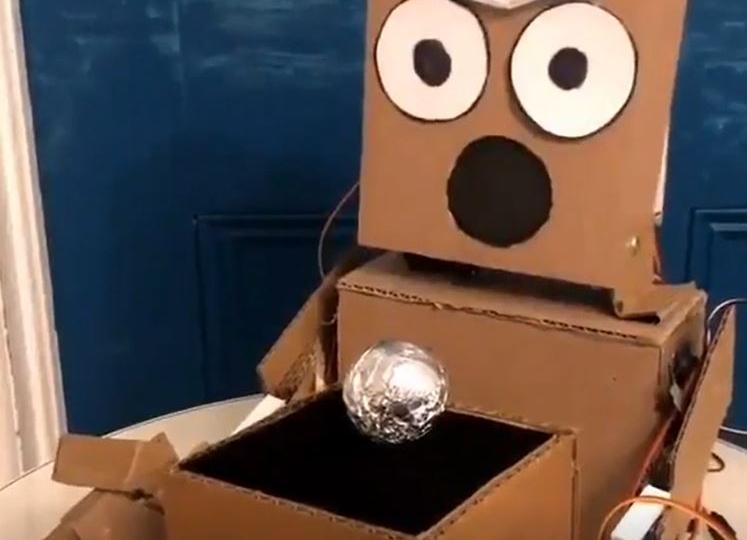 mario-the-maker-magician-robot-cardboard-intro